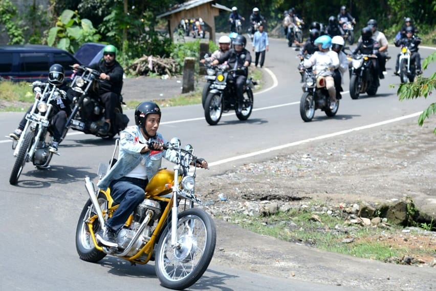 Aksi Jokowi Touring Sukabumi Naik Chopper