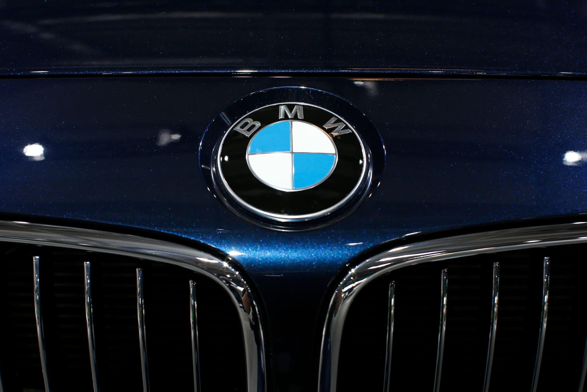 Cerita di Balik Sejarah Logo BMW, Bukan Berasal dari Baling-Baling