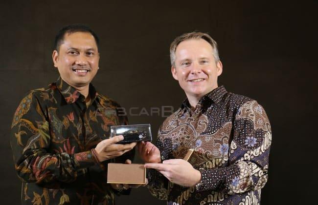 Jaguar dan Range Rover Antarkan Penumpang First Class Garuda Indonesia