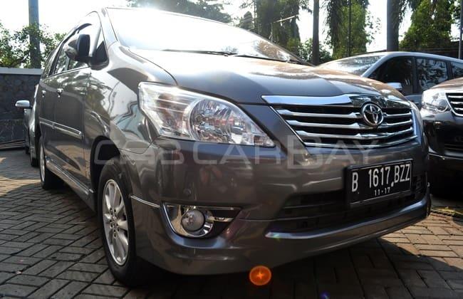 mobil bekas Kijang Innova 2012