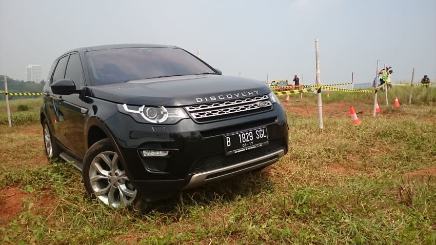 Jaguar Land Rover Indonesia Gelar Sesi Test Drive Off Road