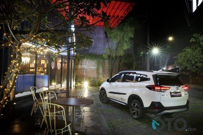 Pilih Toyota Sienta atau Rush?