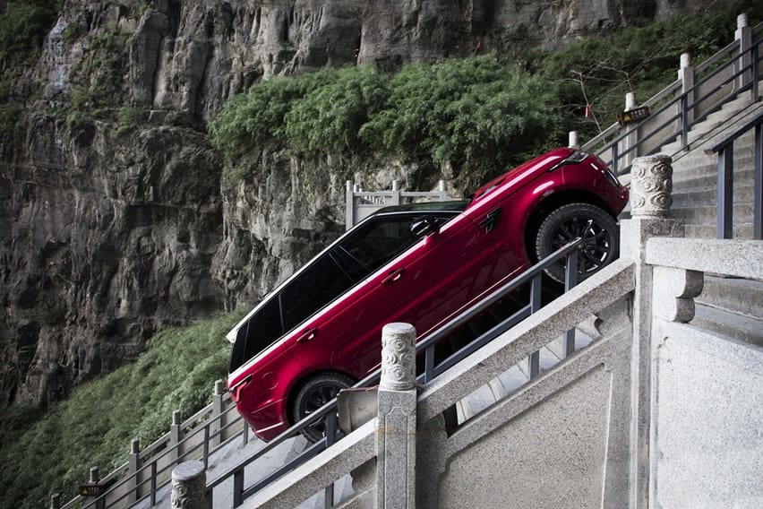 Range Rover Sport PHEV Unjuk Kemampuan di Dragon Challenge