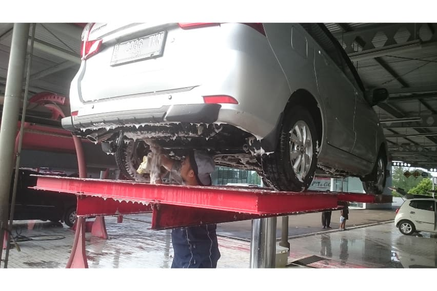cuci mobil hidrolik untuk bersihkan area kolong