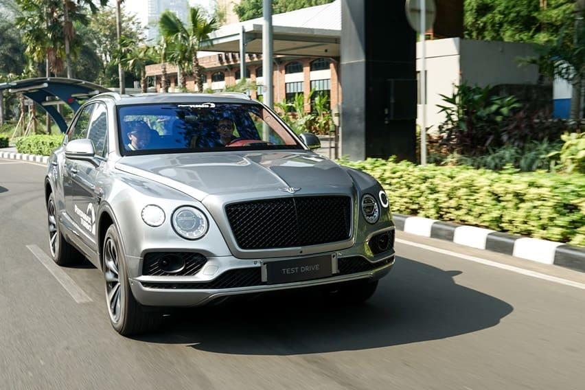 First Drive Bentley Bentayga V8: Mencicipi Mobil Ratu Inggris Di Jakarta