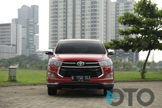 Pilihan Toyota Kijang Innova Bensin Captain Seat, Venturer atau Tipe Q?
