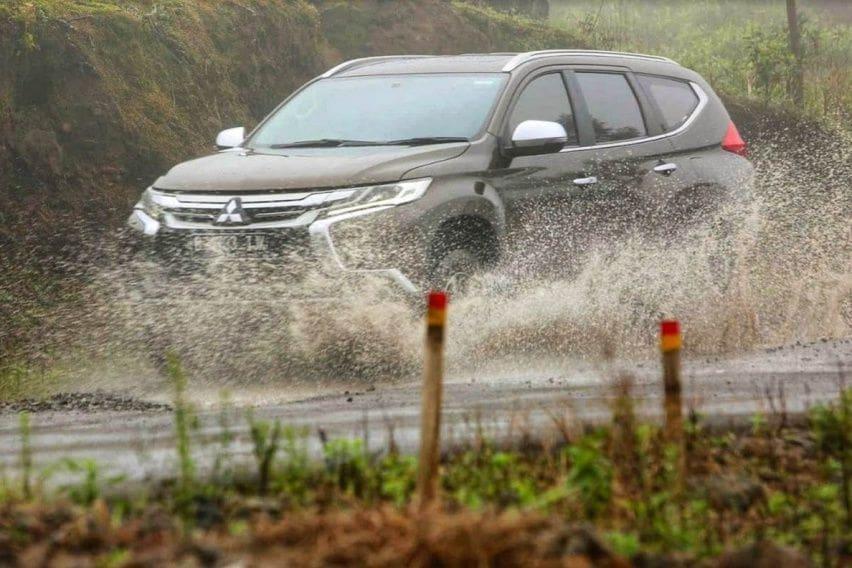 Ketahui Trik Mengemudi Melewati Banjir