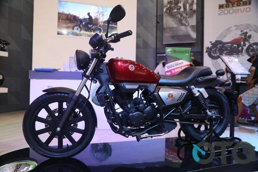Pilihan Motor Retro Keren, Benelli Motobi 200 Evo atau Kawasaki W175?