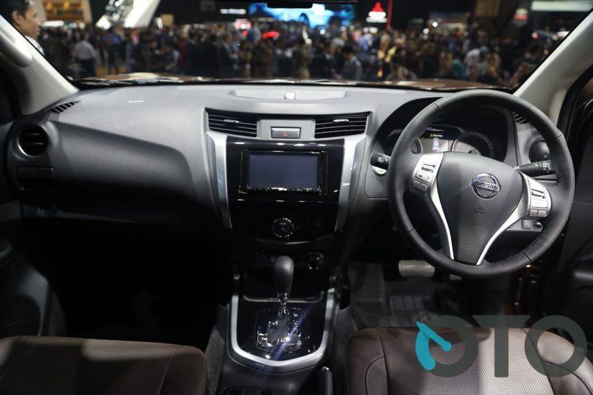 Interior Nissan Terra VL
