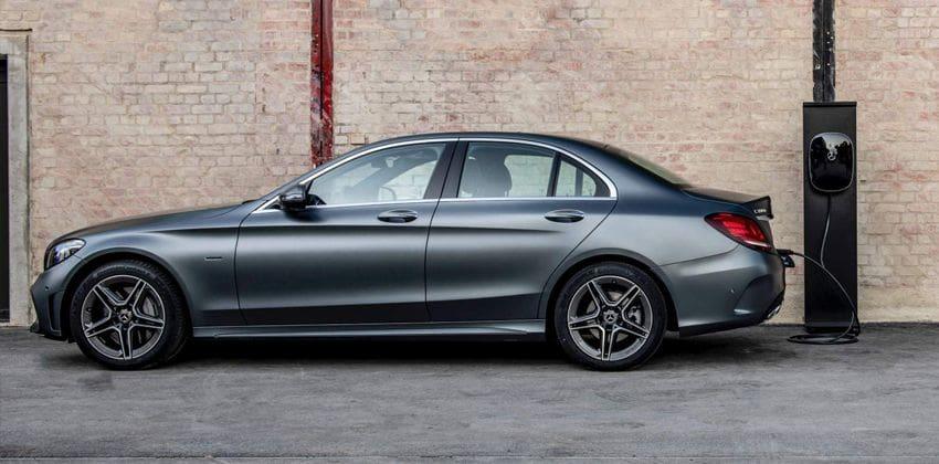 Mercedes-Bez C300e PHEV side