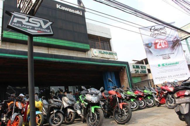 RSV Helmet Buka Flagship Store Baru di Diler Kawasaki