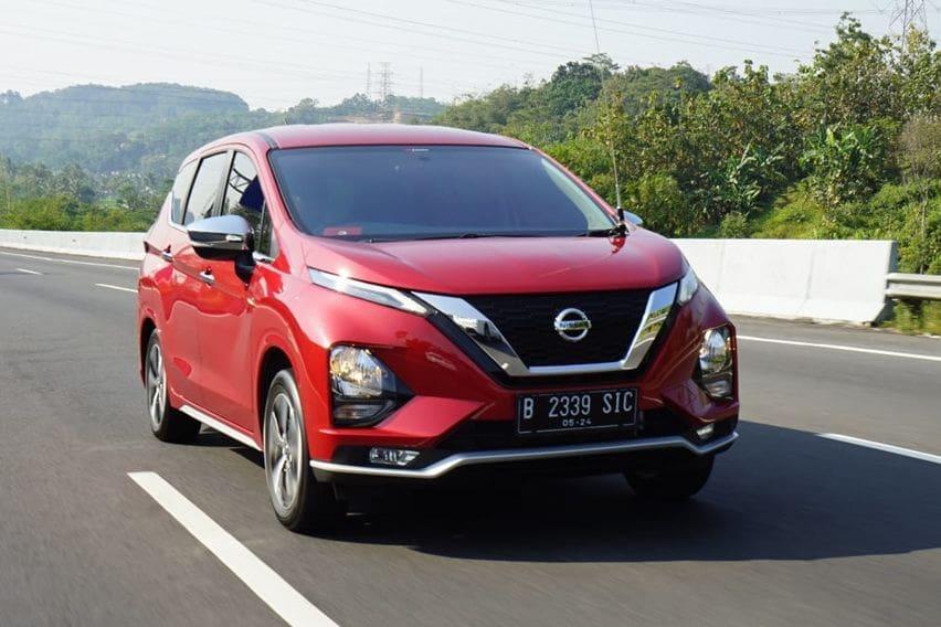 Cari MPV Bekas, Mending Nissan Livina VL atau Honda Mobilio RS?