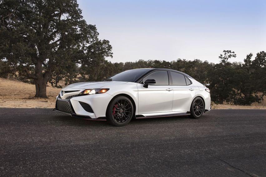 Toyota Resmi Pasarkan Camry TRD Model 2020