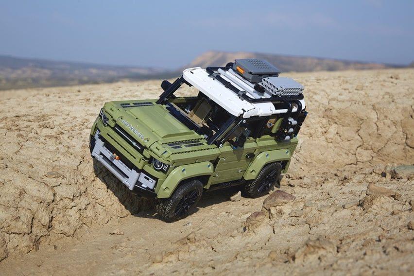 Lego Bekerjasama dengan Land Rover Menghadirkan Kit Lego Technic Defender yang Realistis.