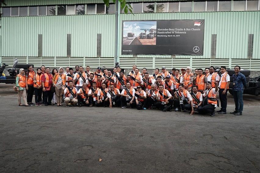Kontestan Pemilihan Abdi Yasa 2019 Mengunjungi Pabrik Mercedes Benz