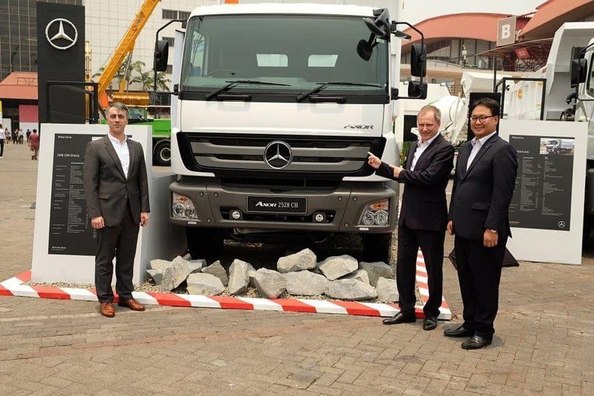 Daimler Kenalkan Truk Berat Anyar Axor 2528 CH Untuk Pertambangan