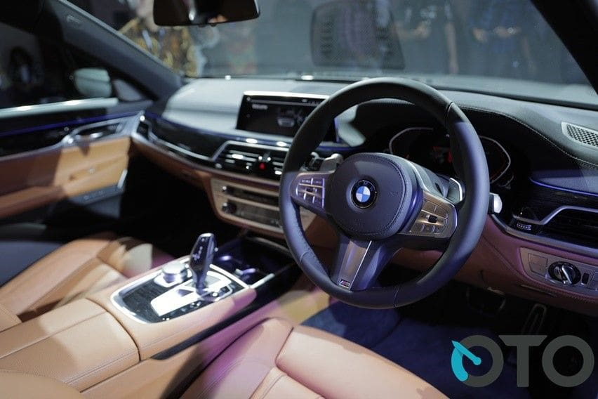 interior BMW 740Li