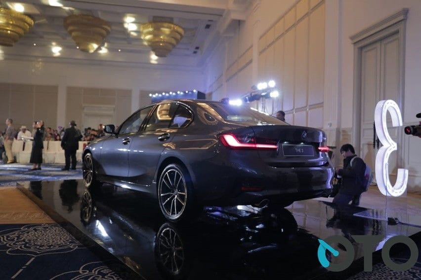 BMW 320i rear