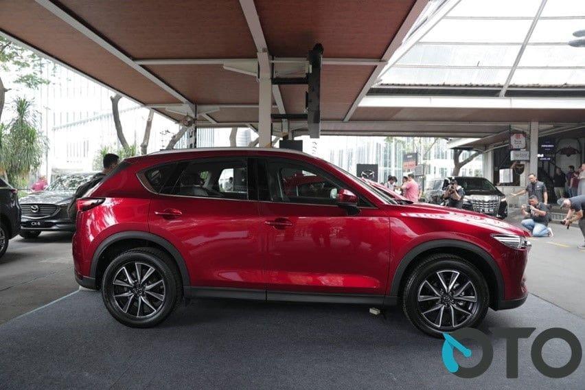 Mazda CX-5 samping