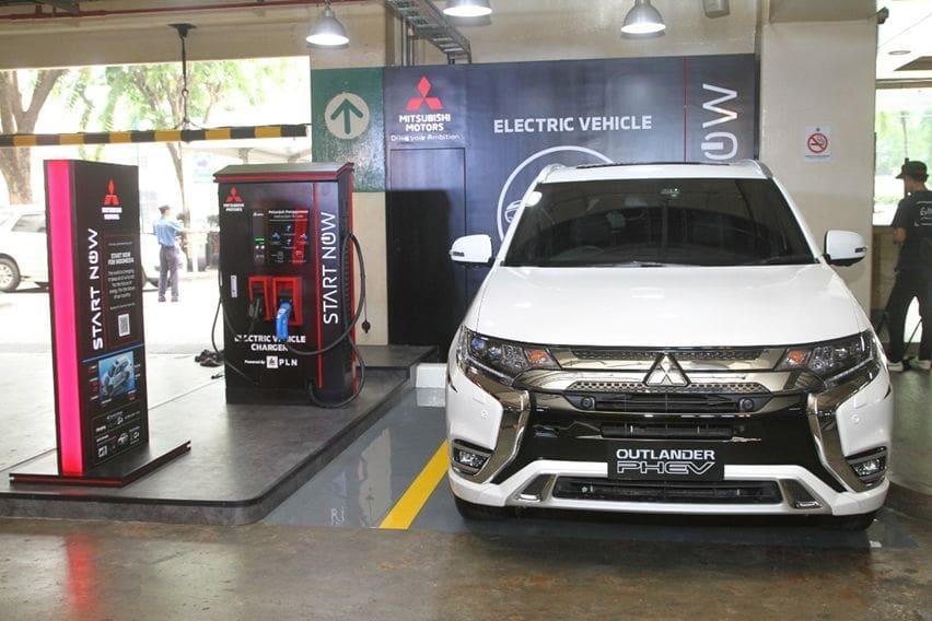 Mitsubishi Resmikan Quick Charger Pertama di Area Publik