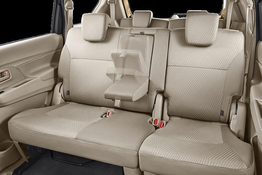 Arm rest baris dua Suzuki Ertiga 2020