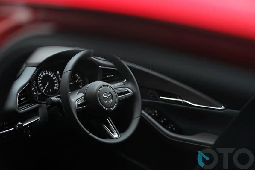 Susunan interior pun mirip dengan Mazda3