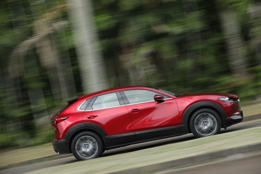 Mazda CX-30 tampak samping