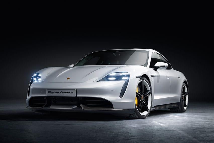 Mobil Listrik Porsche Taycan Pakai Baterai 800 Volt, Apa Keunggulannya?