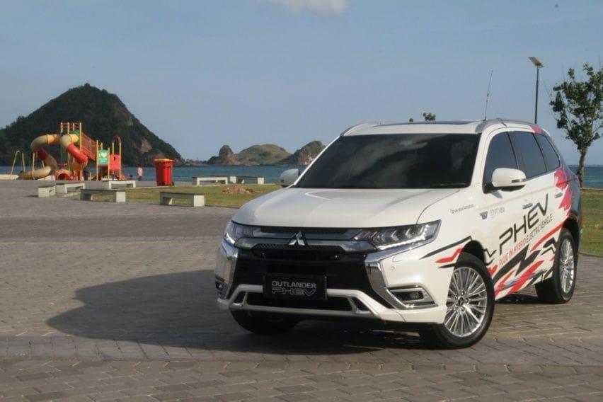 First Drive Mitsubishi Outlander PHEV (Part - 1): Sensasi SUV Bertenaga Listrik