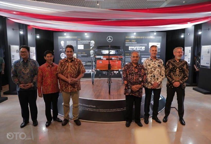 Pameran 50 tahun mercedes-benz Indonesia