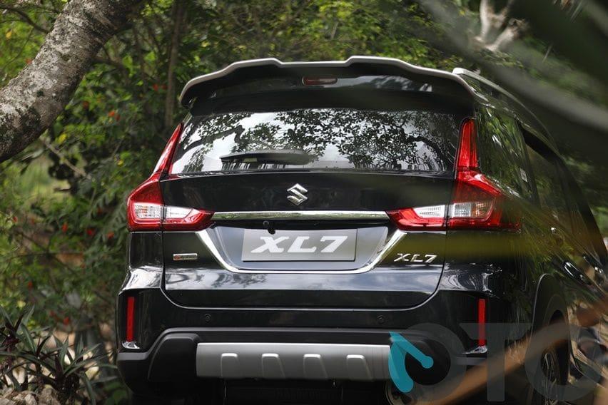 tampak belakang Suzuki XL7