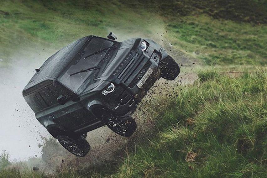 Land Rover Defender Beraksi di Film James Bond Terbaru