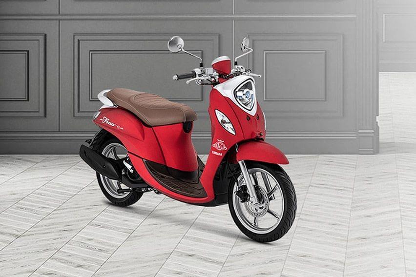 Ini Kelebihan dan Kekurangan Yamaha Fino Dibanding Honda Scoopy