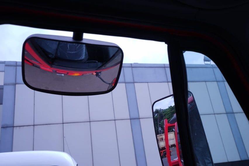 kaca spion kiri UD Trucks Kuzer RKE 150