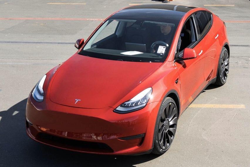 Tesla Model Y kebanggaan menjabat sebagai unit kesejuta