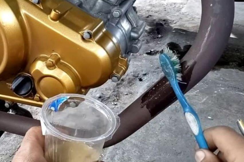 DIY bersihkan karat knalpot