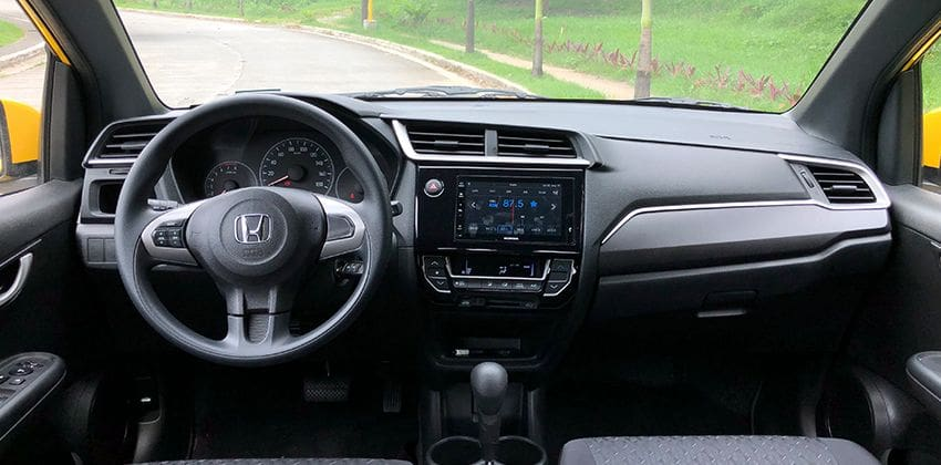 Honda Brio 1.2 V CVT cockpit 850x420