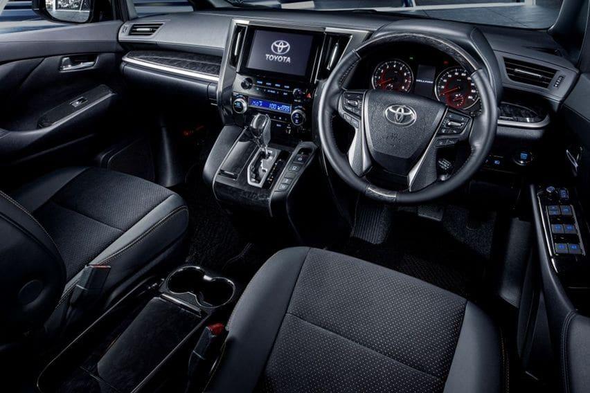 Interior Toyota Vellfire Golden Eyes