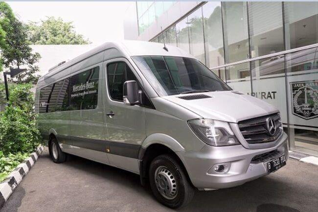 Bantu Dinas Kesehatan Tangani COVID-19, Mercedes-Benz Serahkan Sprinter Van