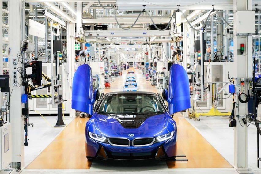 BMW i8 Terakhir Resmi Keluar dari Pabrik Mengenakan Baju Portimao Blue