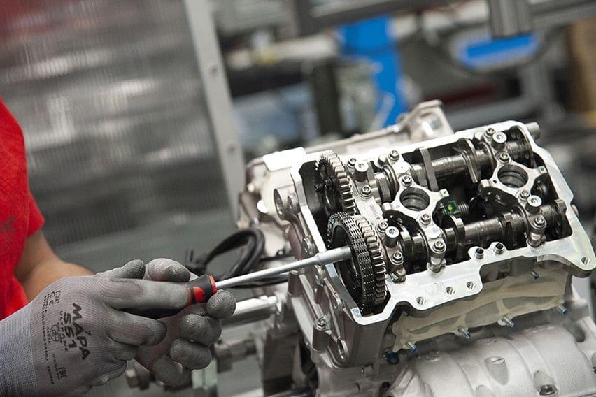 superleggera V4 engine