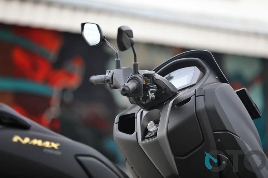 nmax riding position