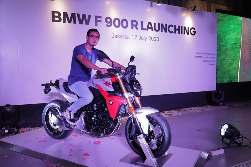 Posisi riding BMW F 900 R