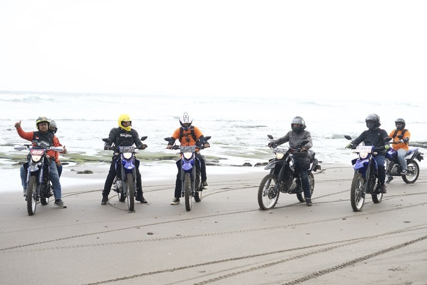 Cerita Enam Rider Terabas Pulau Dewata Pakai Yamaha WR155R