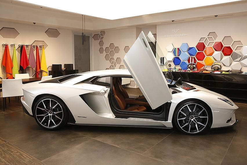 Customize your Aventador in the Lamborghini virtual studio