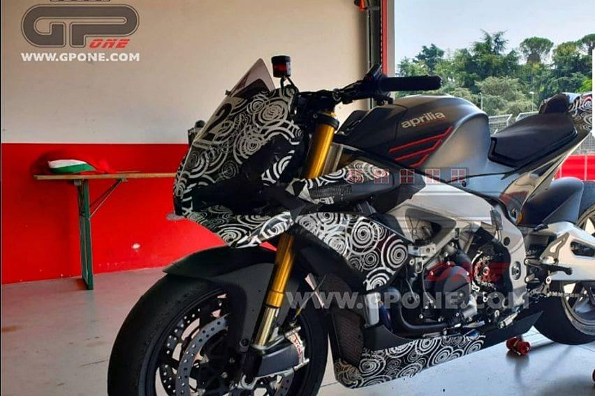 Aprilia Tuono Berpelengkap Winglet MotoGP Tengah Uji Jalan