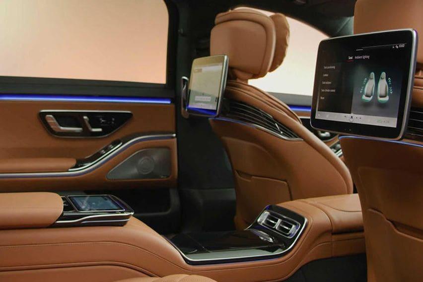 2021 S-Class rear display