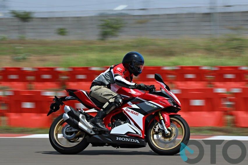 First Ride Honda CBR250RR SP Quick Shifter (Part-2): Layak Menjadi Pemimpin Kelas