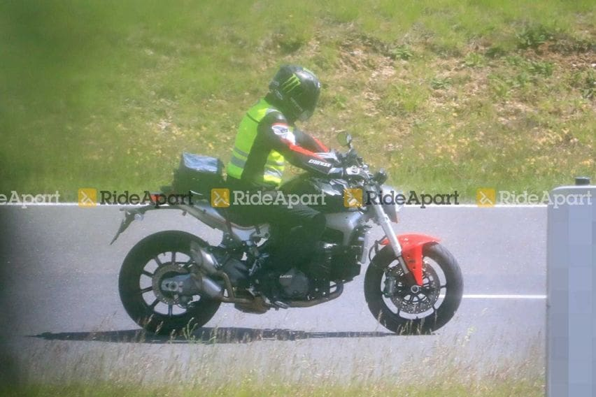 Spyshot Ducati Monster 2021