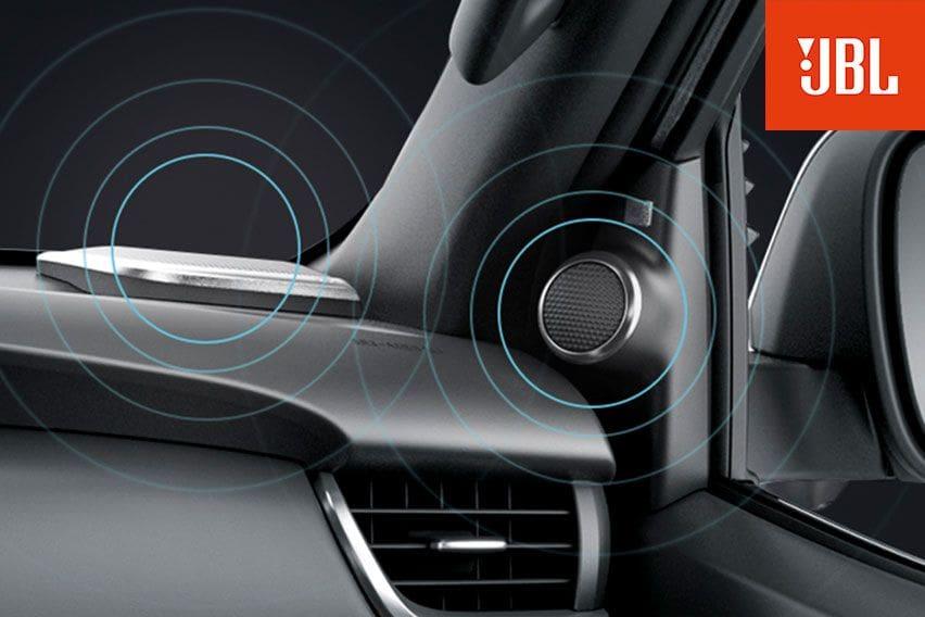 Toyota Fortuner 9-Speaker-JBL-Sound-System